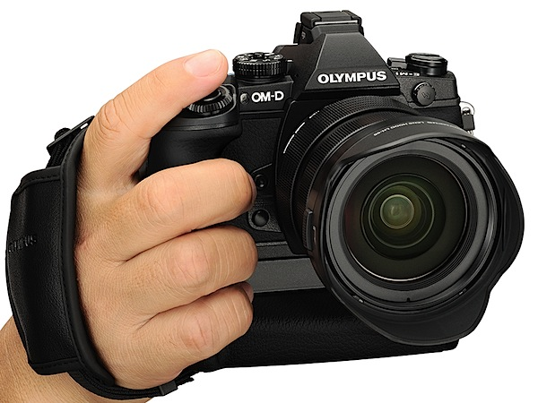 Olympus-OM-D-E-M1-Review-front