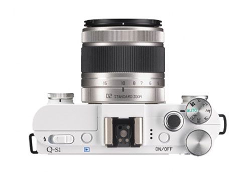Pentax-Q-S1mirrorless-camera-top