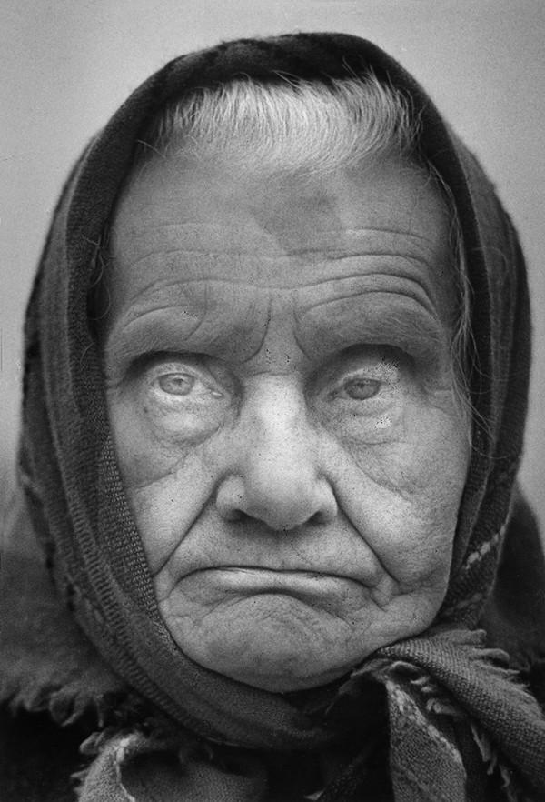 Portret starej kobiety. Fot. Tadeusz Kowalski/ZPAF
